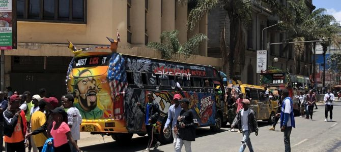 Matatu-Party auf der Moi Avenue in Nairobi